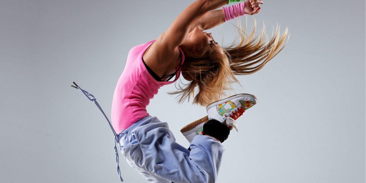 lovely-blonde-girl-dance-wallpaper-2560×1600